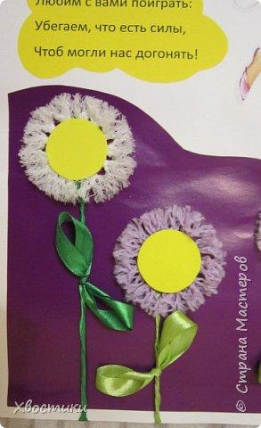 Вот такую газету я сделала для наших девчонок в школу к 8 марта. Формат плаката - А2. Заголовок газеты распечатала на цветном принтере, вырезала буквы и приклеила к фиолетовому картону. На оформление низа и верха плаката ушел лист цветного картона формата А3, разрезанный волной. фото 4