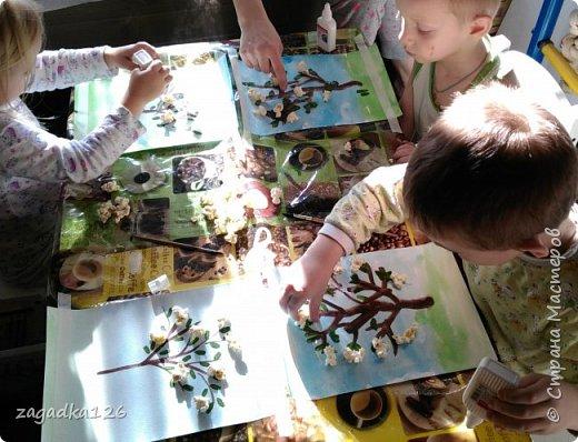 Для выставки в сад мои дети (4г - дочка, 5лет 4мес - сын, 4г - племянник) сделали такую работу. Понесли мы только один вариант, но интересно ведь было делать всем )))  фото 2