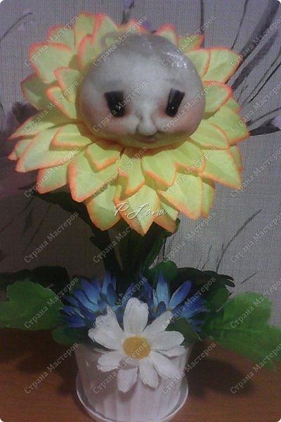 Цветок в горшке- не однодневка. За ним не нужен и уход, Но как же радостно на сердце, Когда подарок твой цветёт!  Здравствуйте,жители Страны Мастеров!Поздравляю Вас с первым днём Весны!Тепла и улыбок Вам! Вот такие позитивчики родились у меня в преддверии 8 марта. Как они делаются можно посмотреть тут  http://stranamasterov.ru/node/612449  .  фото 1