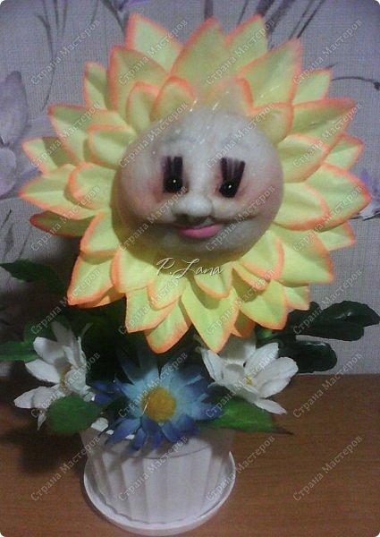 Цветок в горшке- не однодневка. За ним не нужен и уход, Но как же радостно на сердце, Когда подарок твой цветёт!  Здравствуйте,жители Страны Мастеров!Поздравляю Вас с первым днём Весны!Тепла и улыбок Вам! Вот такие позитивчики родились у меня в преддверии 8 марта. Как они делаются можно посмотреть тут  http://stranamasterov.ru/node/612449  .  фото 3
