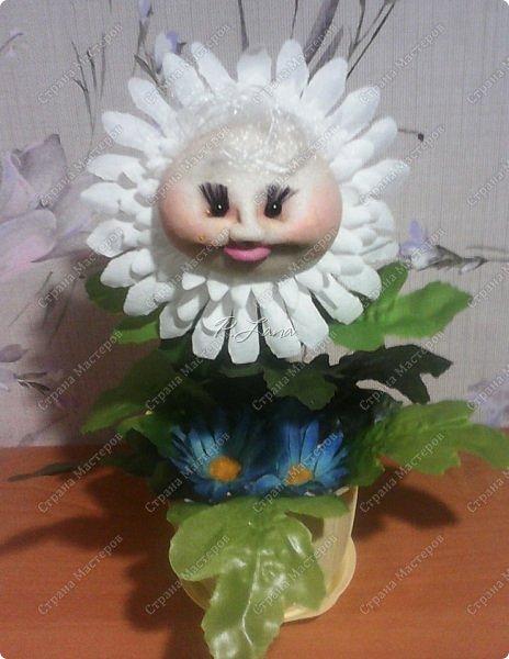 Цветок в горшке- не однодневка. За ним не нужен и уход, Но как же радостно на сердце, Когда подарок твой цветёт!  Здравствуйте,жители Страны Мастеров!Поздравляю Вас с первым днём Весны!Тепла и улыбок Вам! Вот такие позитивчики родились у меня в преддверии 8 марта. Как они делаются можно посмотреть тут  http://stranamasterov.ru/node/612449  .  фото 2