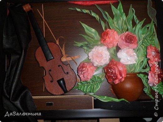 Друзья, представляю Вам еще одну картину со скрипкой «Розы для Эллочки». Картина сделана в подарок на 25-летие для родственницы, которую всегда восхищали мои картины, особенно со скрипками. Картина размером 70смх50см без рамы.  Чтобы подарок был более личным, сделала в картине фантазийный портрет именинницы.  А теперь фото поэтапного преображения картины. Без описания, думаю и так всё будет понятно!  фото 5