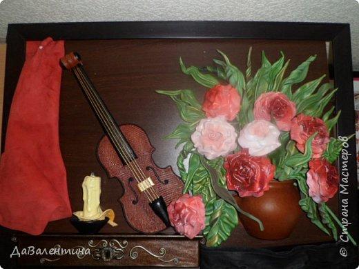 Друзья, представляю Вам еще одну картину со скрипкой «Розы для Эллочки». Картина сделана в подарок на 25-летие для родственницы, которую всегда восхищали мои картины, особенно со скрипками. Картина размером 70смх50см без рамы.  Чтобы подарок был более личным, сделала в картине фантазийный портрет именинницы.  А теперь фото поэтапного преображения картины. Без описания, думаю и так всё будет понятно!  фото 6