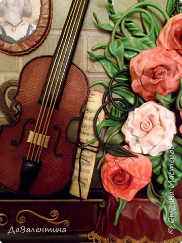 Друзья, представляю Вам еще одну картину со скрипкой «Розы для Эллочки». Картина сделана в подарок на 25-летие для родственницы, которую всегда восхищали мои картины, особенно со скрипками. Картина размером 70смх50см без рамы.  Чтобы подарок был более личным, сделала в картине фантазийный портрет именинницы.  А теперь фото поэтапного преображения картины. Без описания, думаю и так всё будет понятно!  фото 16