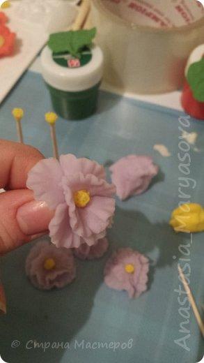 Детский сад, праздники.... вот такую поделку мы состряпали... на как мы.... ребенок лепешки катал для цветочков а мама лепила)) фото 5