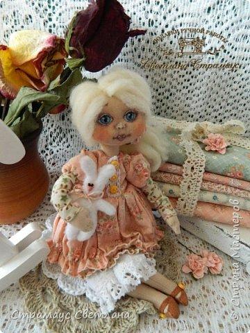 Доброго времени суток! Спасибо, что заглянули! Моя первая куколка с нарисованным личиком, не судите строго, я ещё только учусь. Куколка небольшая,  23 см. фото 1