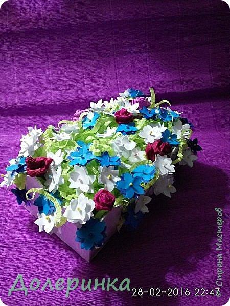 вот такую поделку отнесли в школу к 8 марта....задание было- бумажные цветы... фото 1