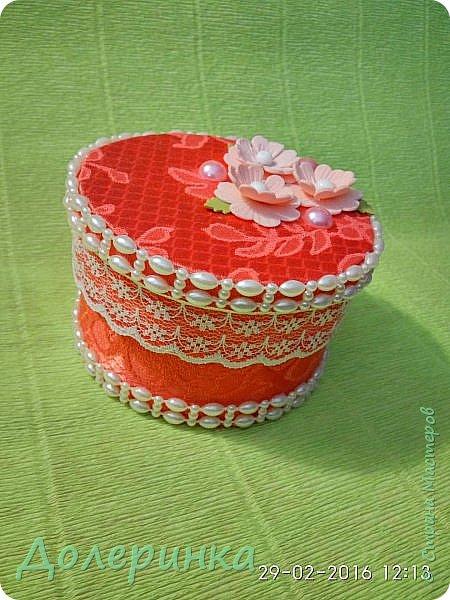 доброго времени суток! по случаю достался лоскут красивой ткани....и так захотелось сделать шкатулку... фото 1
