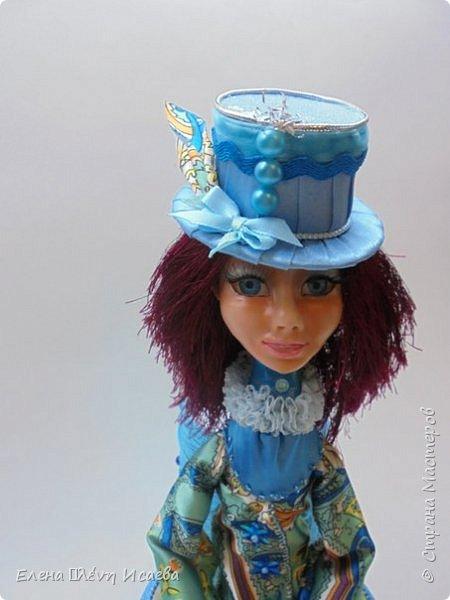 """Доброго времени суток,дорогие друзья!! Я к Вам с новой девочкой!Мариетта.Будуарная клоунесса. Куколка из запекаемого пластика СуперСкалпей.Глазки вставные,пластиковые.Волосики-пряжа """"травка"""". Надо сказать,неделю девочка сидела без наряда))Совершенно спонтанно родилась шляпка!И образ пришел сам собой))) фото 5"""