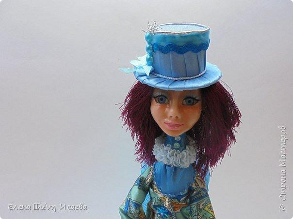 """Доброго времени суток,дорогие друзья!! Я к Вам с новой девочкой!Мариетта.Будуарная клоунесса. Куколка из запекаемого пластика СуперСкалпей.Глазки вставные,пластиковые.Волосики-пряжа """"травка"""". Надо сказать,неделю девочка сидела без наряда))Совершенно спонтанно родилась шляпка!И образ пришел сам собой))) фото 10"""