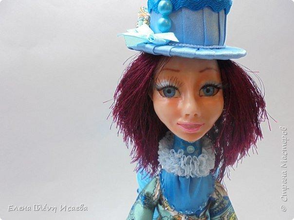 """Доброго времени суток,дорогие друзья!! Я к Вам с новой девочкой!Мариетта.Будуарная клоунесса. Куколка из запекаемого пластика СуперСкалпей.Глазки вставные,пластиковые.Волосики-пряжа """"травка"""". Надо сказать,неделю девочка сидела без наряда))Совершенно спонтанно родилась шляпка!И образ пришел сам собой))) фото 14"""