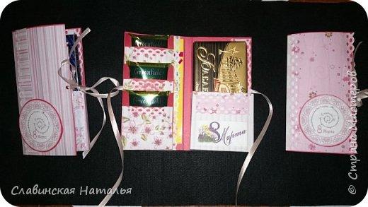 На 8 марта воспитателям в подарок внутри потайной кармашек для сертификата по 2пакетика чая в каждом кармашке и шоколад фото 1