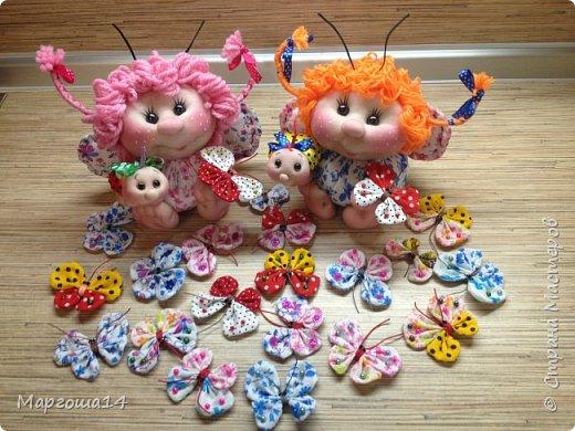 """Продолжила мастерить подарки на тему """"букашки""""))) Сшила маленьких бабочек,которыми можно украсить и кукол,и цветы и сделать магниты. Пришлось немного помаяться с этими малявками))) Вот такое букашечное семейство получилось. Большие бабочки с маленькими . фото 1"""