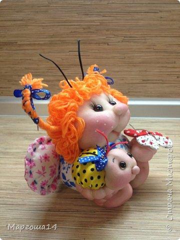 """Продолжила мастерить подарки на тему """"букашки""""))) Сшила маленьких бабочек,которыми можно украсить и кукол,и цветы и сделать магниты. Пришлось немного помаяться с этими малявками))) Вот такое букашечное семейство получилось. Большие бабочки с маленькими . фото 5"""