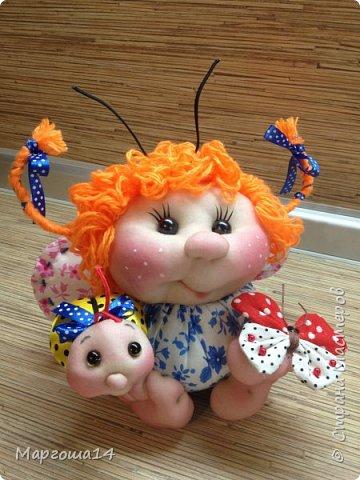 """Продолжила мастерить подарки на тему """"букашки""""))) Сшила маленьких бабочек,которыми можно украсить и кукол,и цветы и сделать магниты. Пришлось немного помаяться с этими малявками))) Вот такое букашечное семейство получилось. Большие бабочки с маленькими . фото 4"""
