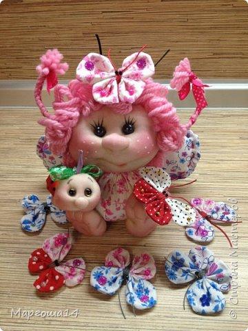 """Продолжила мастерить подарки на тему """"букашки""""))) Сшила маленьких бабочек,которыми можно украсить и кукол,и цветы и сделать магниты. Пришлось немного помаяться с этими малявками))) Вот такое букашечное семейство получилось. Большие бабочки с маленькими . фото 6"""