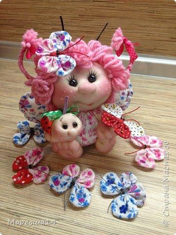 """Продолжила мастерить подарки на тему """"букашки""""))) Сшила маленьких бабочек,которыми можно украсить и кукол,и цветы и сделать магниты. Пришлось немного помаяться с этими малявками))) Вот такое букашечное семейство получилось. Большие бабочки с маленькими . фото 7"""