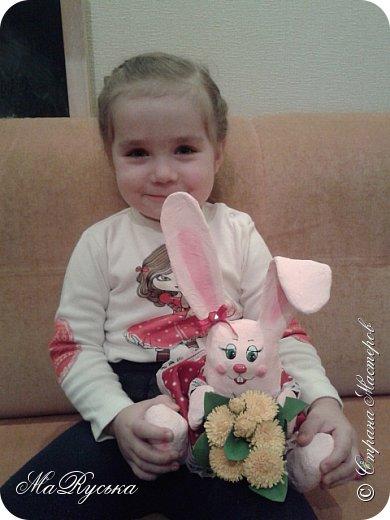 Приветствую всех жителей Страны. Сегодня я к Вам в гости с зайкой. которую сделала в детский сад к 8 марта. фото 6