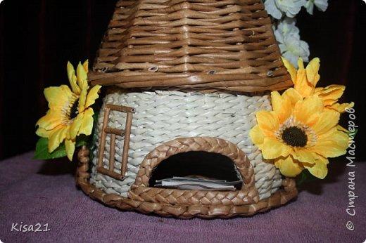 Вот такой чайный домик получился в подарок на 8 марта. Надеюсь понравиться новой хозяйке такое необычное и функциональное украшение стола. фото 3