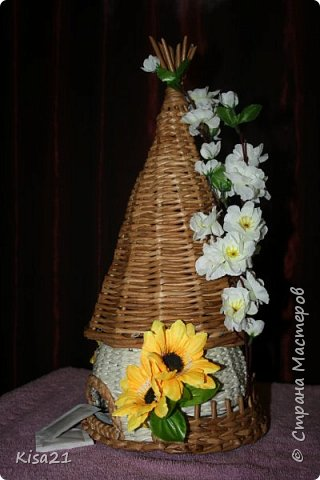 Вот такой чайный домик получился в подарок на 8 марта. Надеюсь понравиться новой хозяйке такое необычное и функциональное украшение стола. фото 2