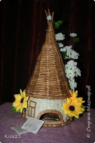 Вот такой чайный домик получился в подарок на 8 марта. Надеюсь понравиться новой хозяйке такое необычное и функциональное украшение стола. фото 1