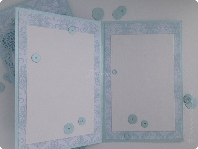 """Показываю несколько открыток. Вообще их было больше, но по соглашению не могу их выставить в сеть. Бумага от производителя galeria papieru и """"горохи"""" от СкрапМир , на мой взгляд, подружились в этой открытке. Ромашки покрасила  водорастворимым спреем Color Bloom от Prima Marketing. Лифтинг открытки мастерицы wioletta-jc фото 7"""