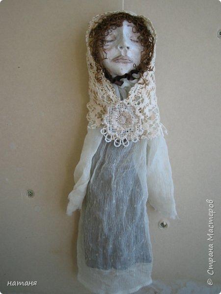 Из заготовок лиц для винтажных ангелочков получились куколки,благодаря ниткам для штопки из бабушкиного сундука.Волосы сделаны именно из них. фото 4