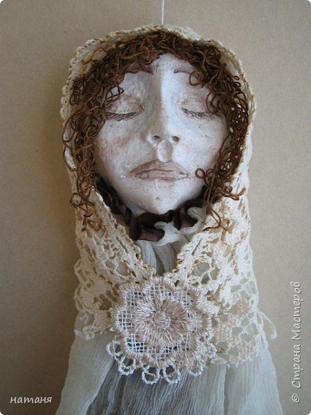 Из заготовок лиц для винтажных ангелочков получились куколки,благодаря ниткам для штопки из бабушкиного сундука.Волосы сделаны именно из них. фото 5