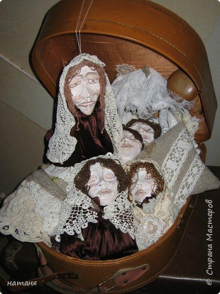 Из заготовок лиц для винтажных ангелочков получились куколки,благодаря ниткам для штопки из бабушкиного сундука.Волосы сделаны именно из них. фото 1