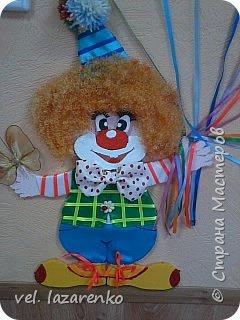 Вот такого  симпатичного клоуна сделали для оформления стены в группе, на каждом шарике будет детская фотография. фото 2