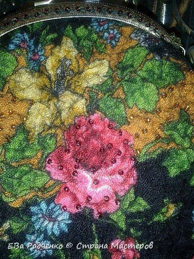Сумочки на фермуаре сваляны из 100% шерсти. Украшены фрагментами Павлопосадского платка. Украшены чешским бисером. Эксклюзивный аксессуар. фото 2