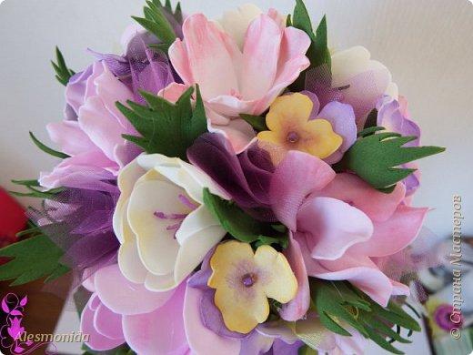 Всем добрый вечер! Наконец-то завершила свой букет цветов! Я продолжаю знакомиться с таким прекрасным материалом, как фоамиран...он меня покорил, ВСЁ!!!.... хочется делать и делать....и вот наделала такой букетик цветов))) фото 4