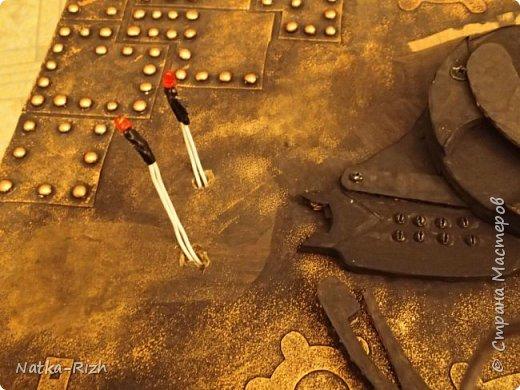 Для основы: картон разной толщины и размера, часовой механизм, клей, краска Для оформления: шурупы, проволока, горох половинками, изолента, распечатка шестеренок и т.п.   Для светящихся глазок: светодиоды, проводочки, батарейки и мужчина, который сможет все это соеденить)) фото 12