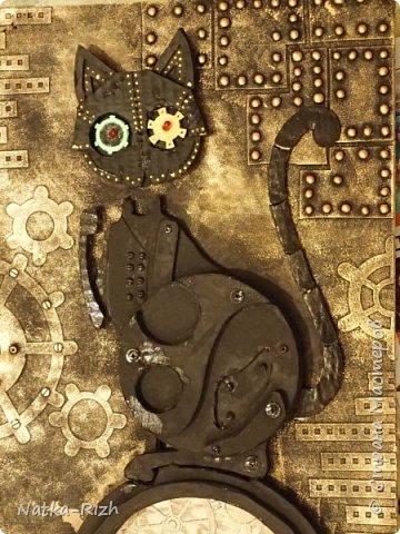 Для основы: картон разной толщины и размера, часовой механизм, клей, краска Для оформления: шурупы, проволока, горох половинками, изолента, распечатка шестеренок и т.п.   Для светящихся глазок: светодиоды, проводочки, батарейки и мужчина, который сможет все это соеденить)) фото 15