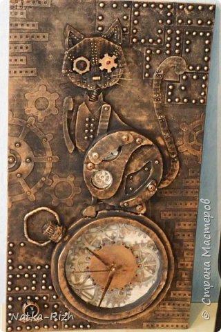 Для основы: картон разной толщины и размера, часовой механизм, клей, краска Для оформления: шурупы, проволока, горох половинками, изолента, распечатка шестеренок и т.п.   Для светящихся глазок: светодиоды, проводочки, батарейки и мужчина, который сможет все это соеденить)) фото 20