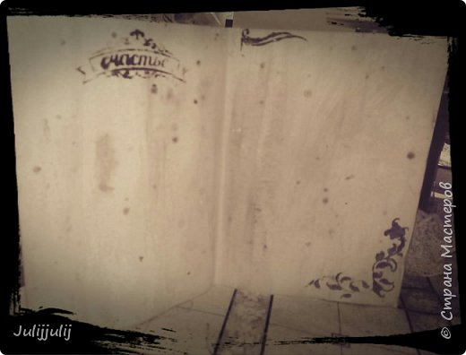 Вот такая состаренная открыточка получилась пахнет кофе и корицей . Розочки сделаны из гофробумаги и конечно трафареты. Уехала открыточка поздравлять одну хорошую женьшину в Санкт-Петербург фото 2