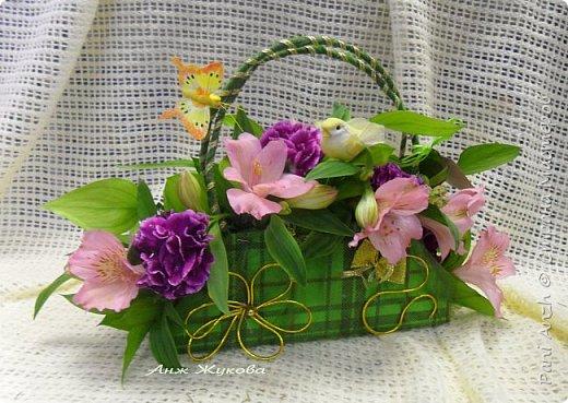 """композиция из живых цветов в флористической сумке """"Радость жизни"""" фото 1"""