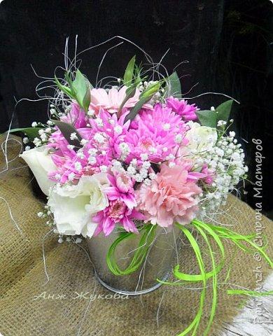 """композиция из живых цветов в флористической сумке """"Радость жизни"""" фото 3"""