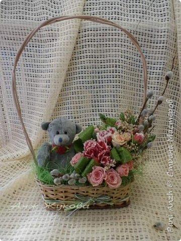 """композиция из живых цветов в флористической сумке """"Радость жизни"""" фото 2"""