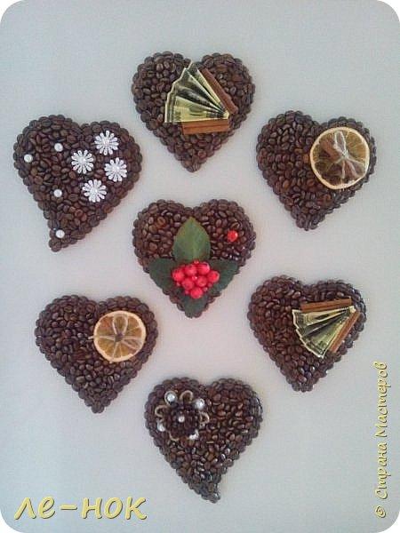 Еще раз всем здравствуйте:-) Я фанат  творчества Ларисы Тепляковой. Этот топиарий создан под впечатлением от просмотра одной из ее работ-кофейного топиария. Цветы из 2 видов гофры ,2 вида шоколадной органзы-горький шоколад и с золотинкой.Сизаль,атласная  лента и бумага-сливочного оттенка. Ну и в добавок-кофейные зерна:-)   фото 5