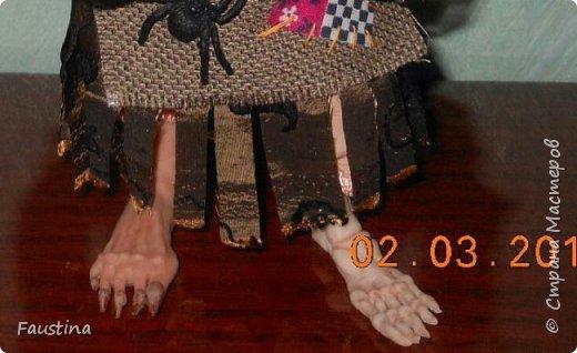 Здравствуйте,дорогие Мастера! Сегодня хочу показать еще одну интерпретацию своей авторской куколки. Это совместная работа с моей очень хорошей знакомой мастерицей Верой Юсуповой,она занимается куколками из капрона. На заказ для нее я изготовила молды (голову,ручки,ножки) бабы Яги. Сборкой и декором занималась уже сама т.Вера))) Что у нас получилось,представляю на Ваш суд! К стати,МК именно по этой бабульке я размещала в своем блоге. Приятного просмотра! фото 3