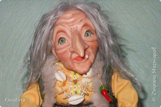 Здравствуйте,дорогие Мастера! Сегодня хочу показать еще одну интерпретацию своей авторской куколки. Это совместная работа с моей очень хорошей знакомой мастерицей Верой Юсуповой,она занимается куколками из капрона. На заказ для нее я изготовила молды (голову,ручки,ножки) бабы Яги. Сборкой и декором занималась уже сама т.Вера))) Что у нас получилось,представляю на Ваш суд! К стати,МК именно по этой бабульке я размещала в своем блоге. Приятного просмотра! фото 1
