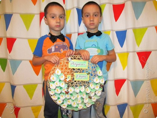 Всем добрый день !!! Хочу показать Вам какую поделку мы сделали с мальчишками для воспитательниц в детский сад ко дню 8 марта. фото 13