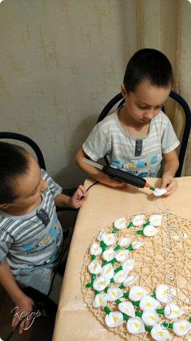 Всем добрый день !!! Хочу показать Вам какую поделку мы сделали с мальчишками для воспитательниц в детский сад ко дню 8 марта. фото 9