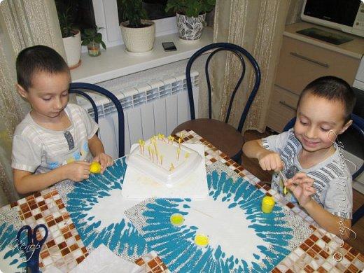 Всем добрый день !!! Хочу показать Вам какую поделку мы сделали с мальчишками для воспитательниц в детский сад ко дню 8 марта. фото 3