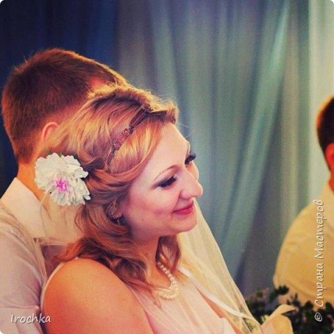 Некоторое время назад я выкладывала фото свадебного набора с пионами... И вот, теперь у меня есть фото с мест событий - фото со свадьбы! Так что перед Вами снова пионы, продолжение... Букет из 7-ми пионов и отдельно веточек с листьями. фото 2