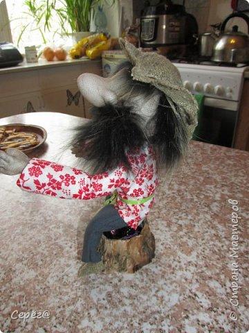 """Всем доброго дня. Ещё одна попытка сделать куклу из капрона. Собирался сделать дедушку АУ по фото из """"одноклассников"""" (Евгения Лешневская) Но белого меха не было и поэтому получилось, что получилось. Бармолей, казак или пират на ваше усмотрение. фото 2"""