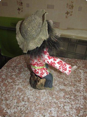 """Всем доброго дня. Ещё одна попытка сделать куклу из капрона. Собирался сделать дедушку АУ по фото из """"одноклассников"""" (Евгения Лешневская) Но белого меха не было и поэтому получилось, что получилось. Бармолей, казак или пират на ваше усмотрение. фото 3"""
