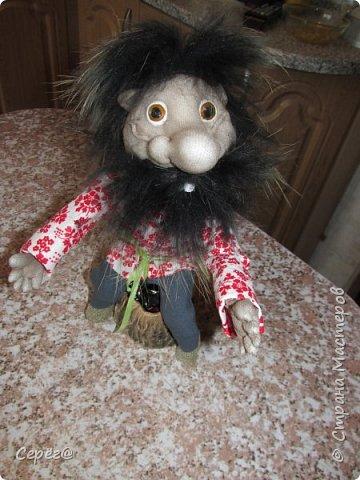"""Всем доброго дня. Ещё одна попытка сделать куклу из капрона. Собирался сделать дедушку АУ по фото из """"одноклассников"""" (Евгения Лешневская) Но белого меха не было и поэтому получилось, что получилось. Бармолей, казак или пират на ваше усмотрение. фото 4"""