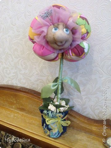 Вот такой цветочек у меня получился в этот раз, делала уже подобный, но без личика. МК цветка http://stranamasterov.ru/node/517075?c=favorite фото 2